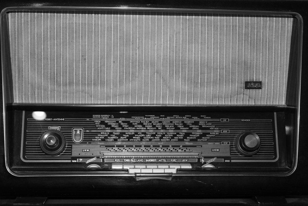radio-708751_1920